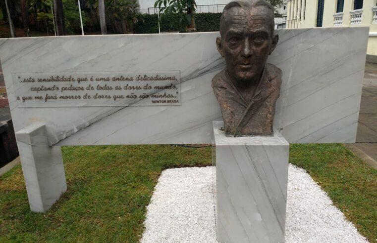 Newton Braga: o busto que preenche corações