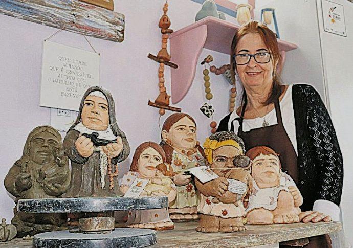 As esculturas gordinhas e baixinhas de Gracinha Sabadini